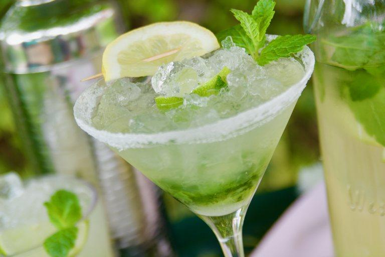 Fresh mojito mocktail with garnish of mint leaves, ice, and sliced lime